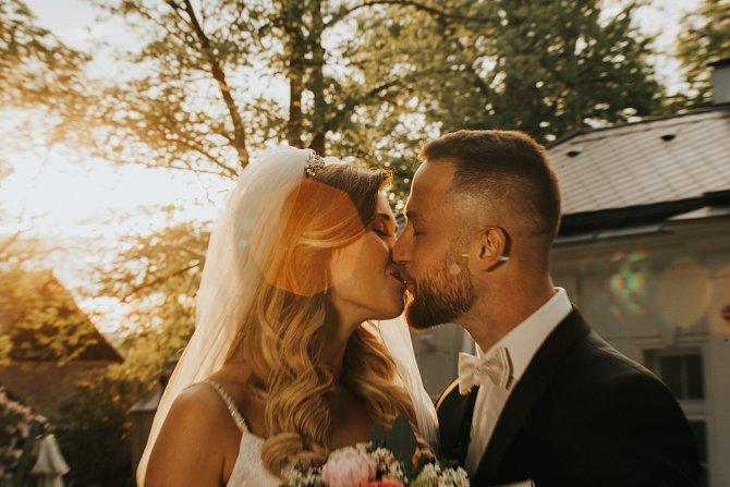 Jejich svatební fotky mluví za vše