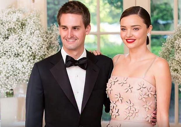 Modelka Mirranda Kerr (34) a její manžel milionář Even Spiegel (27) se letos dočkají prvního společného potomka. Mirranda už má syna, jehož otcem je herec Orlando Bloom.