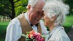 Jste spolu šťastní už 50 let? To si zaslouží zlatou medaili! Nebo aspoň pořádnou oslavu zlaté svatby.