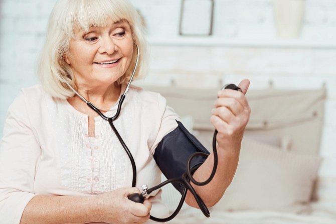 Senioři mají s krevním tlakem problémy téměř vždy.