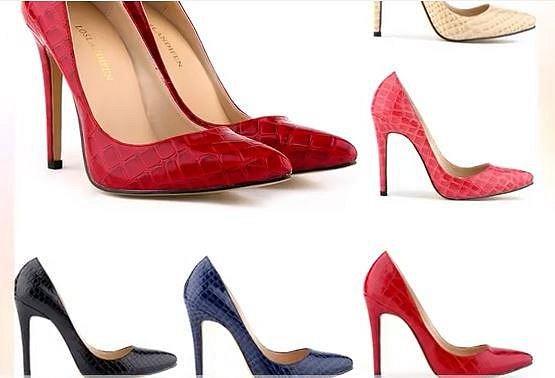 2. Noste boty se špičkou - Co vypadá luxusně? Okopané kecky, nebo lodičky do špičky? Asi všichni tak nějak tušíme, že? ;-) Zkrátka, pokud chcete vypadat, že máte naditou peněženku, pořiďte si boty do špičky. Na barvě ani na tom, ...