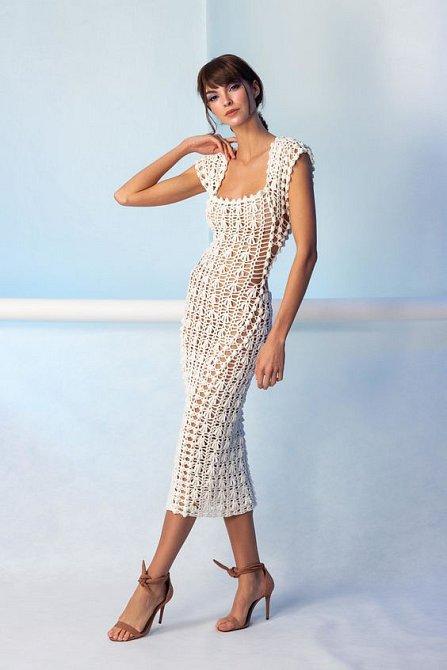 Háčkované šaty se vrací ve velkém stylu. Na léto jsou ideální.