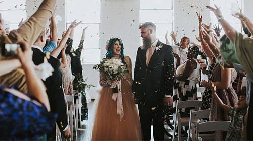 FOTOGALERIE: Žena ve svůj svatební den VSTALA PO OSMI LETECH Z VOZÍKU!