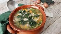 Hustá zeleninová polévka s kysaným zelím a špenátem