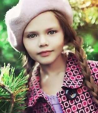 Fatima Ptacek - Fatima se kromě jiného živí jako dabérka. Jejím hlasem například promluvila rybička Dora.