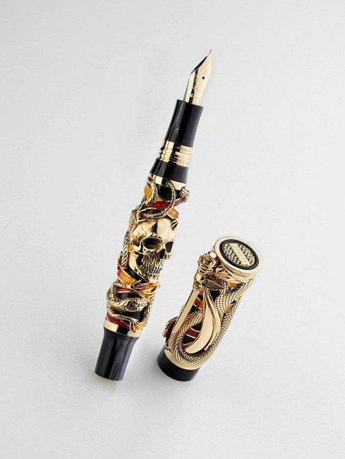 Pero - 61 000 dolarů: Zajímavostí je, že pero pro italskou firmu navrhl herec Sylvester Stallone. 18ti karátové pero bylo vyrobeno v omezeném množství 100 kusů.