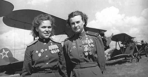 Členky 588. nočního bombardovacího leteckého pluku