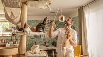 Přítel Libora v chovu koček podporuje.