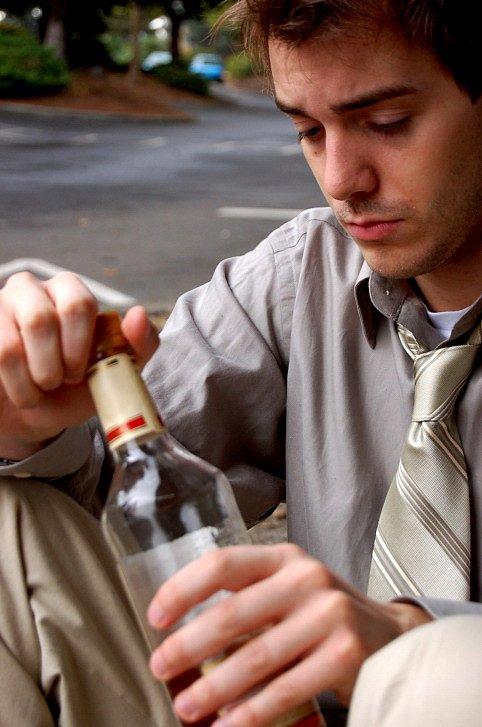 Je můj partner alkoholik? 7 jasných příznaků