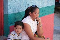 Ilustrační foto - Žena s dítětem ve Venezuele