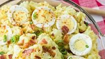 Každý má svůj tajný recept na bramborový salát.