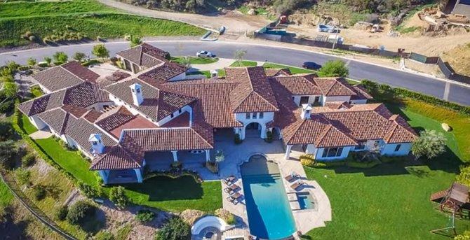 Popová diva má dům uprostřed Los Angeles.