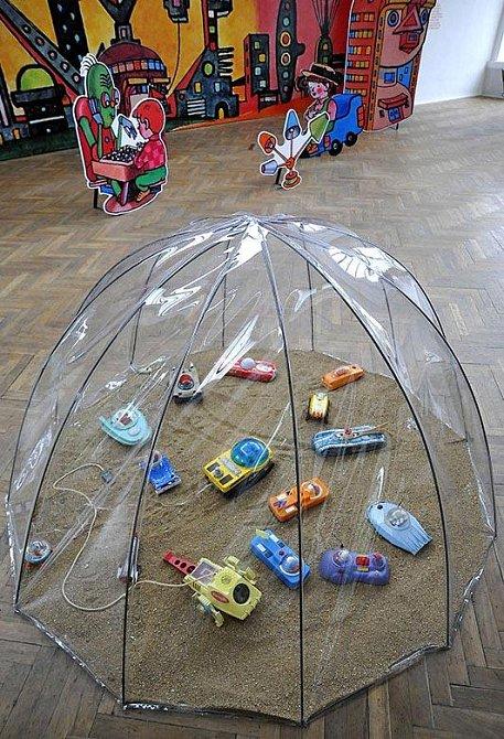 Ani producenti hraček nechtěli zůstat pozadu a proto si můžete prohlédnout, jaké byly sny tehdejších špuntů z dětských pískovišť.
