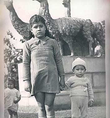 Lina Medina se svým synem.