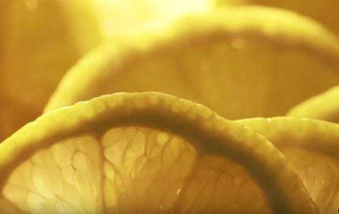 Ženy také kdysi věřily, že kyselá šťáva citrónu zahubí vše živé v jejich vagínách. Vkládaly si tedy kousky citrónu do pochvy hned po sexuálním aktu.