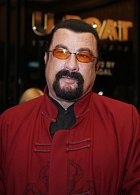 Steven Seagal - Nar. 10. 4. 1952 Lansing, Michigan, USA