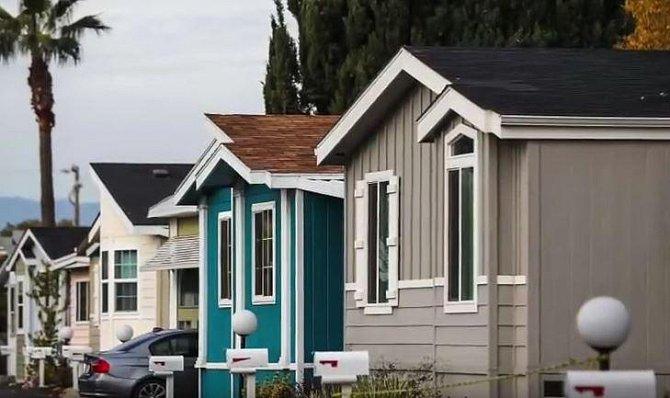 Místo bydlení pro zaměstnance, které ho stálo přes 35 tisíc měsíčně, se rozhodl pro bydlení v dodávce.