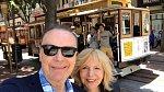 S manželem se v pracovních aktivitách podporují a cestují po světě.
