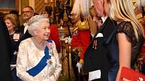 Na speciální akce v paláci si bere šerpu i se všemi oceněními, která má.