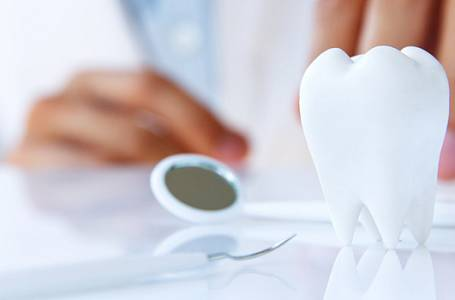 Zářivý úsměv můžete mít každý! Pečujte o své zuby, dásně a ústní mikroflóru!