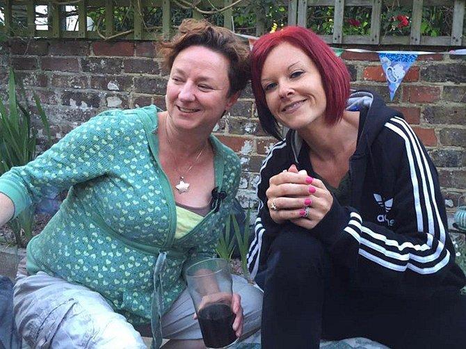 Gemma se svou maminkou.