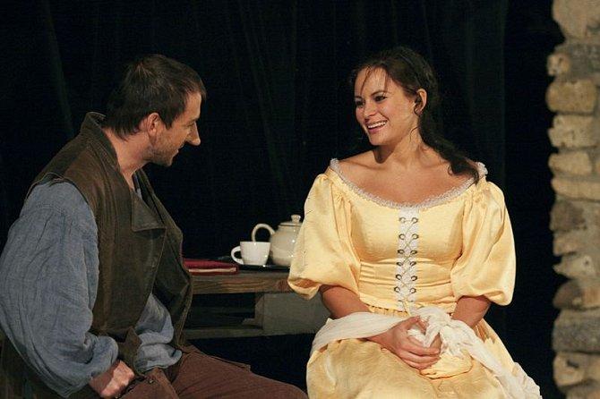Čvančarová s Hofmannem spolu hrají ve hře Cyrano.