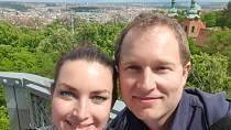 Diana se s Karlem vydala na procházku na Petřín.