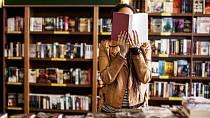 Knihkupectví v době Velikonoc praskají ve švech.