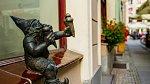 Na zmrzlině si pochutnávají i legendární trpaslíci ve Vratislavi.
