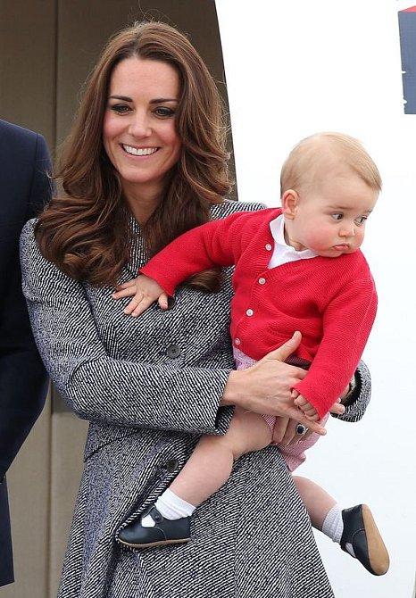 První roky trávil princ George výhradně se svou maminkou, dnes už si umí najít přátele ve škole.