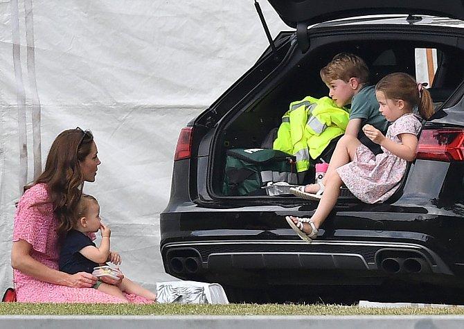 Vévodkyně Kate už vychovává tři děti.