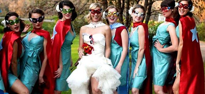 Tyto dámy asi mají hodně rády komiksové superhrdinky