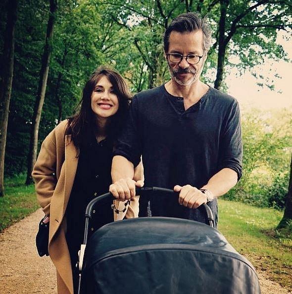 Jejím žitovním partnerem a otcem syna je australský herec Guy Pearce. Rodina žije v Evropě, daleko od hollywoodského humbuku.