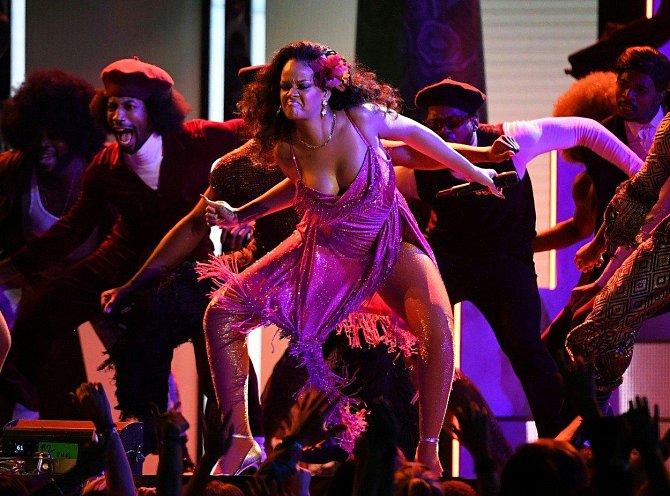 Rihanna během svého sexy vystoupení.