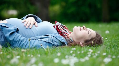 Mladé maminky – výhoda nebo neuváženost?