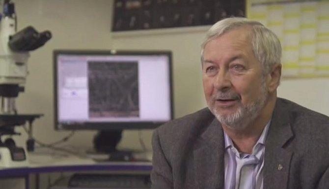 Jejich výrobu vymyslel Oldřich Jirsák za pomoci přístroje nanospider a způsobil tak revoluci ve výrobě nanovláken.