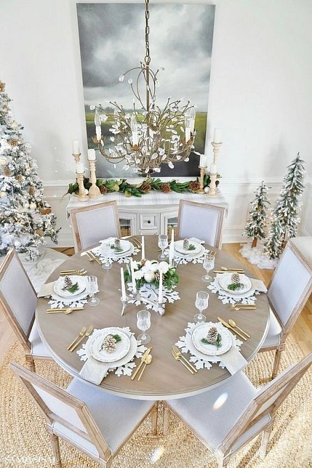 Do stylu Vánoc můžete upravit úplně všechno. Koupit, nebo i vyrobit prostírání ve tvaru sněhové vločky. To je to pravé ořechové na každý štědrovečerní stůl.