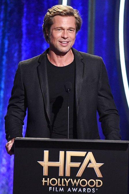 Bouřlivý rozvod s Angelinou Jolie ho nezlomil, Brad Pitt se opět soustředí na práci.