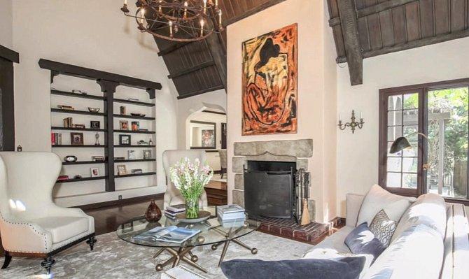 Spodní obývací pokoj, kde ráda tráví čas a odpočívá.