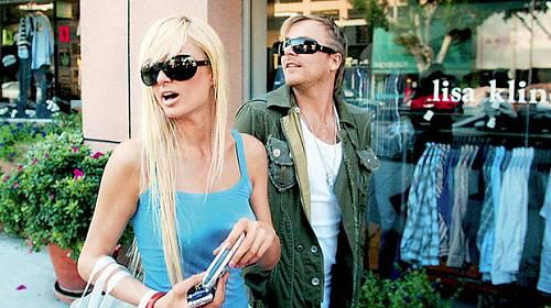 Horký kafe ze světa celebrit: Paris Hilton dává kopačky i čtyřikrát do roka