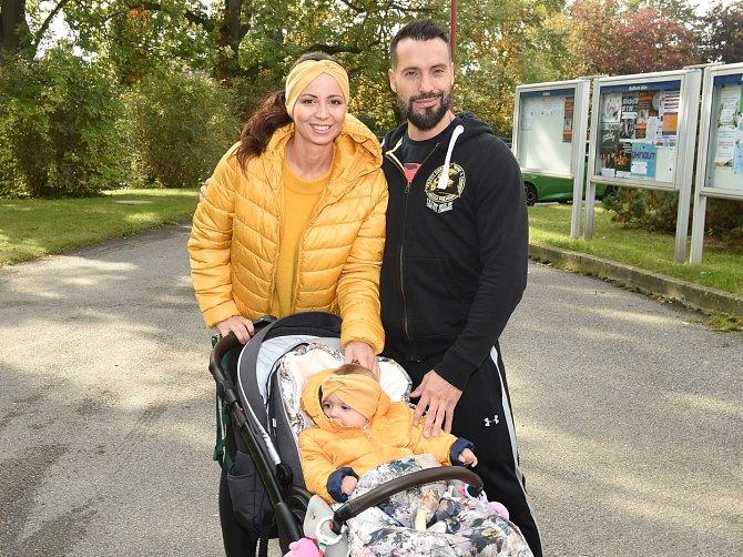 V období koronaviru chodil Václav s partnerkou Eliškou a dcerou Eliškou na procházky.