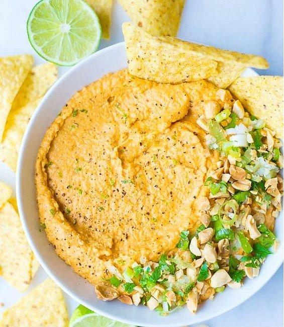 Hummus s arašídovým máslem.