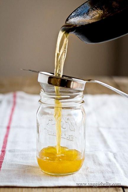 Studené přepuštěné máslo stačí přelít do sklenice a dát do lednice.