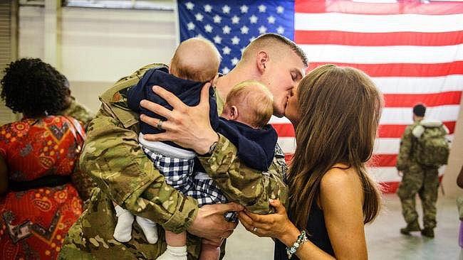 Vojáci vidí své rodiny velmi málo.