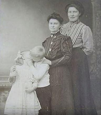 Sourozenecká láska kvetla i ve viktoriánském období...