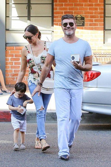 Simon Cowell v Beverly Hills s partnerkou Lauren Silverman a jejich synem Ericem