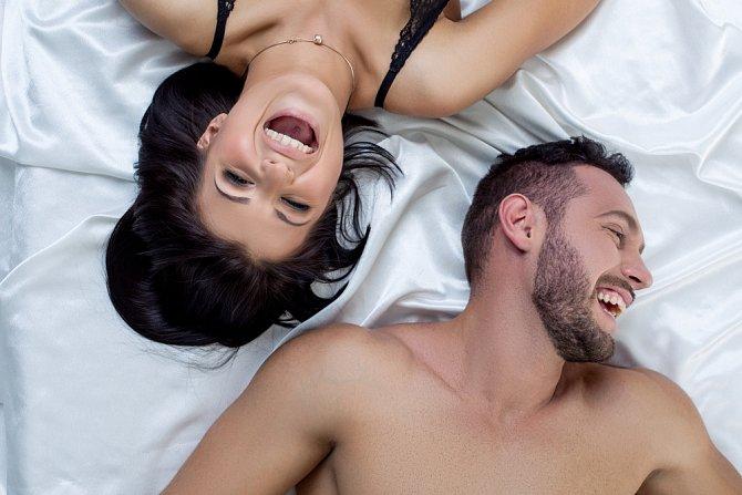 Smích k sexu patří jako pivo ke kachně se zelím.