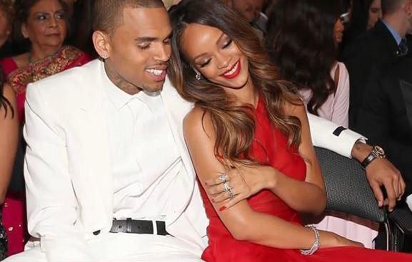 Chris Brown - mladý kluk s velkou kariérou rappera před sebou. Ovšem to by se nesměl dát dohromady s Rihannou a pak jí několikrát fyzicky napadnou. Byl souzen, odsouzen a je po kariéře.
