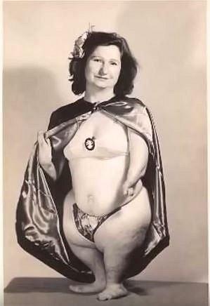 Mignon vystupovala jako Dívka tučňák.
