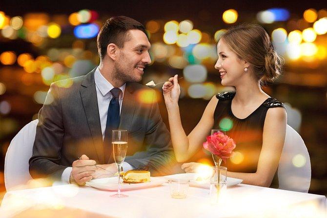 10. výročí je příležitostí k tomu, abychom zhodnotili předchozí léta a nastolili vizi do budoucna. Jako bychom lili cín a z tvarů věštili, co nás čeká. Tato svatba je tedy cínová.